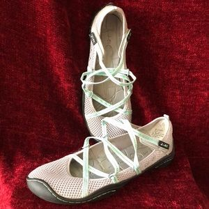 J-41 Barefoot Design Shoes. Lace up front.